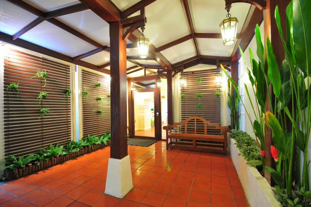 Entrance Door (07.00 - 00.00 hrs)